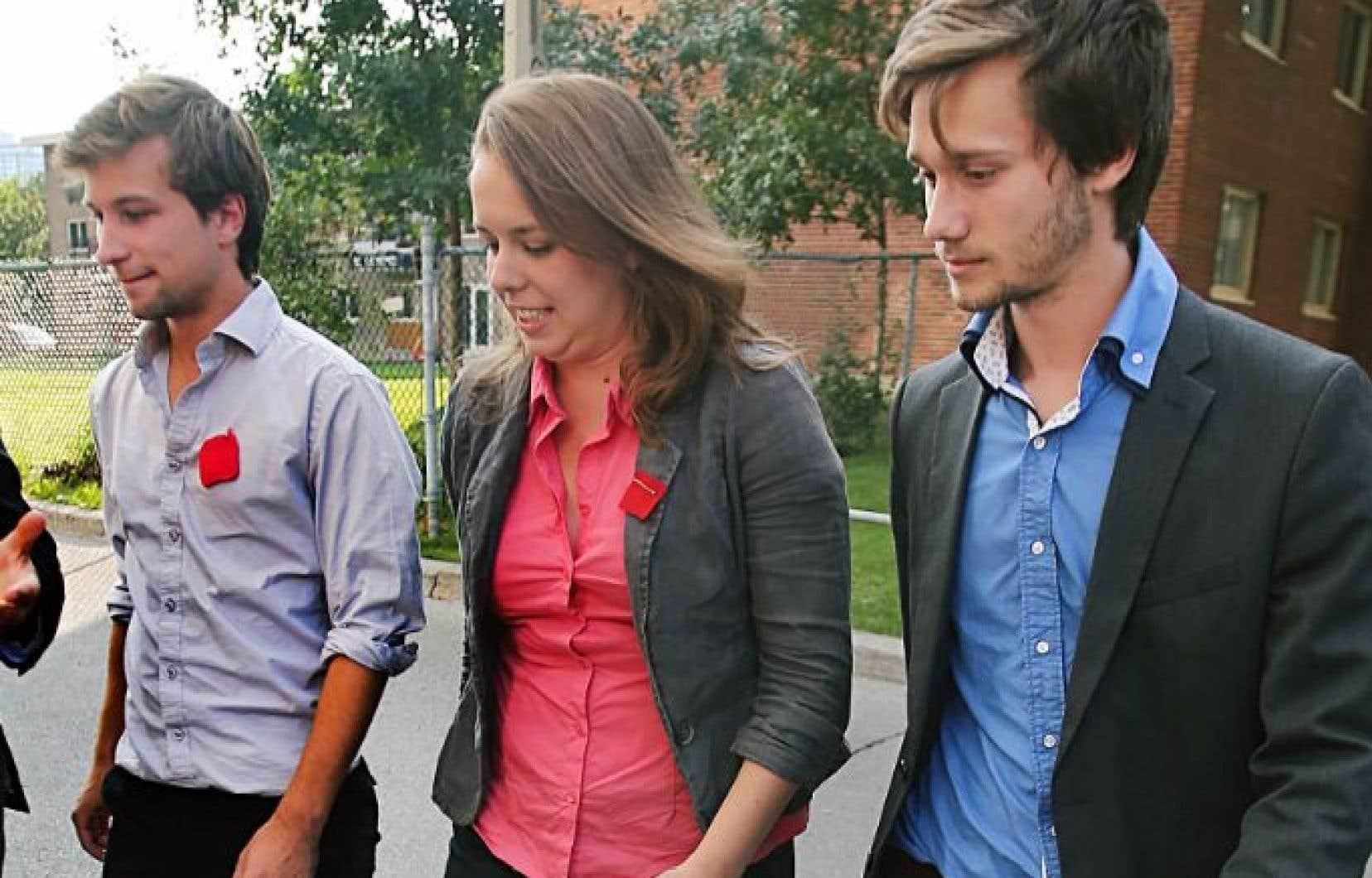 Des trois leaders étudiants du conflit de 2012, Gabriel Nadeau-Dubois aura été le dernier à faire le saut en politique. On le voit ici avec Martine Desjardins et Léo Bureau-Blouin.