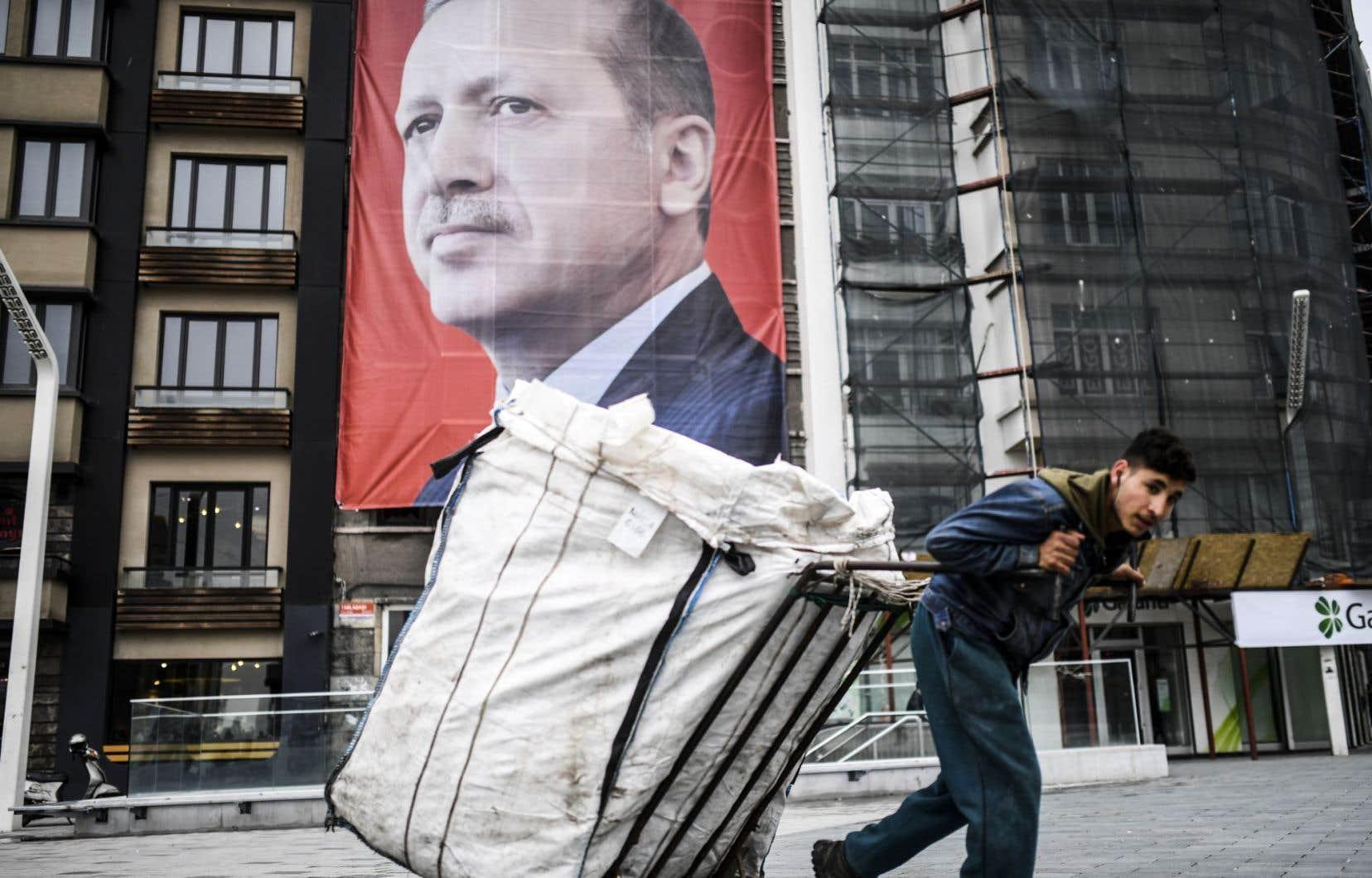 Le président turc, Recep Tayyip Erdogan, esten pleine campagne pour obtenir le renforcement de ses pouvoirs lors d'un référendum prévu le 16 avril.