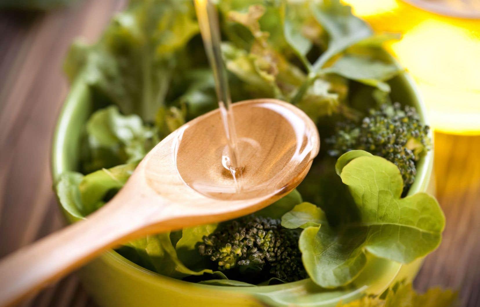 Riche en fruits, noix, légumes et légumineuses, le régime méditerranéen s'accompagne d'une bonne dose d'huile végétale (principalement d'olive) et d'une consommation modérée de vin.
