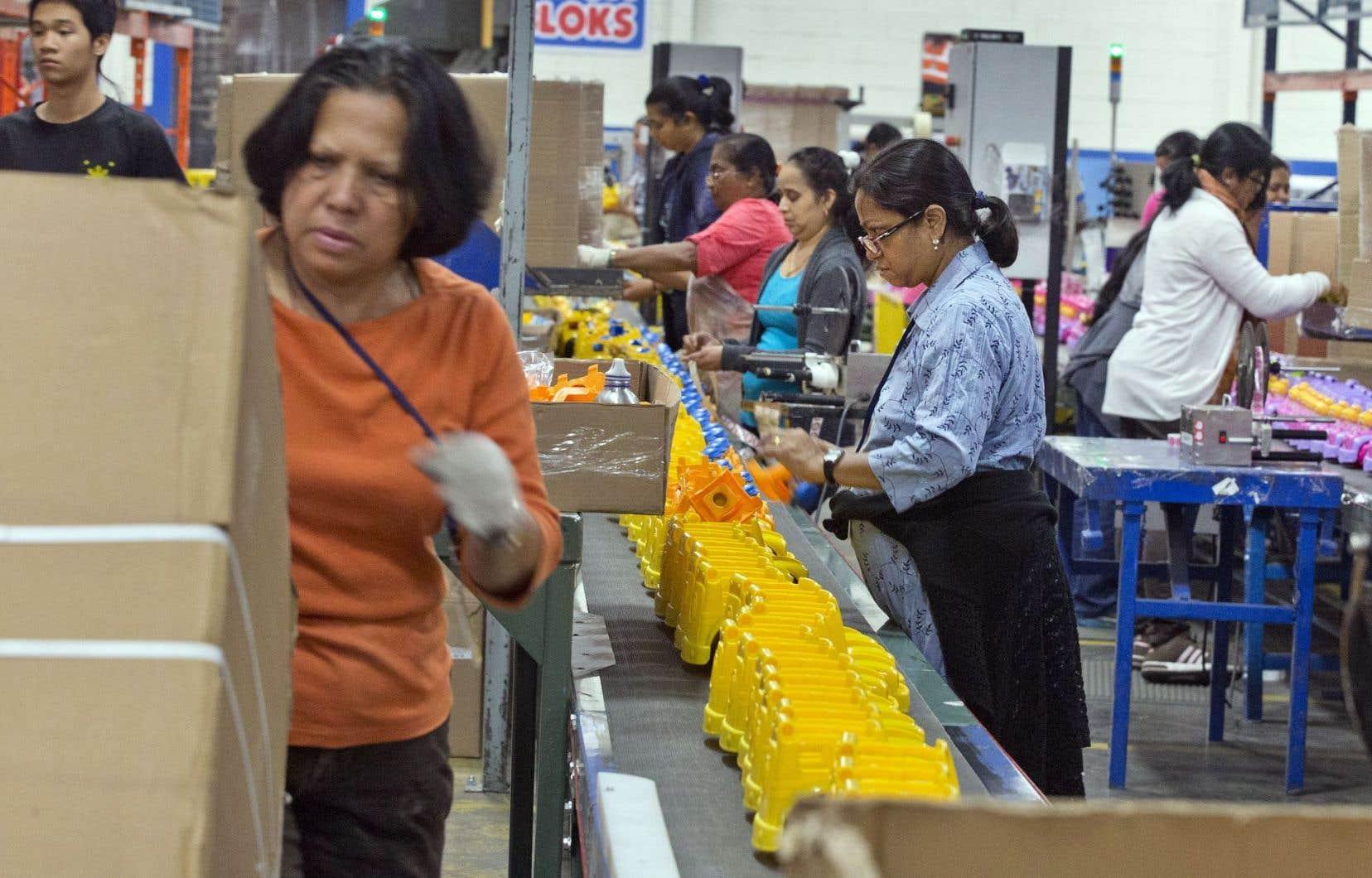 Les ventes ont grimpé pour 14 des 21 industries de fabrication, relève Statistique Canada.