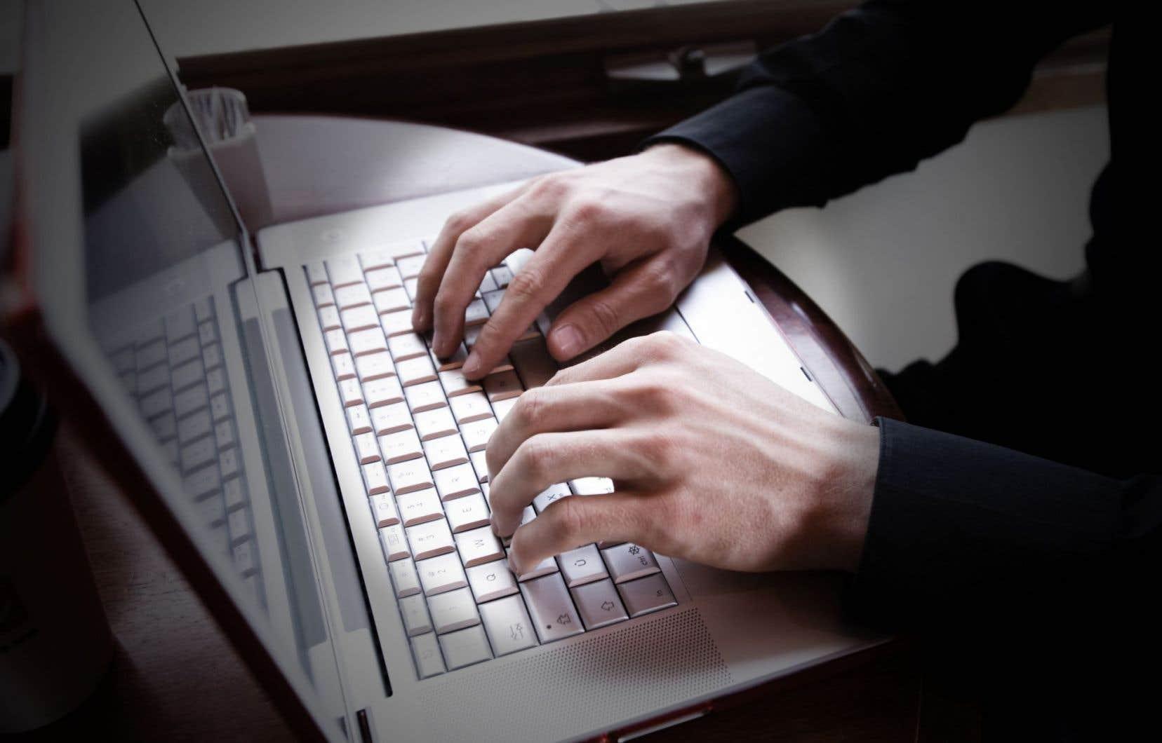 <p>L'interdiction des appareils électroniques plus gros que des téléphones intelligents serait liée à une menace provenant du groupe al-Qaïda.</p>