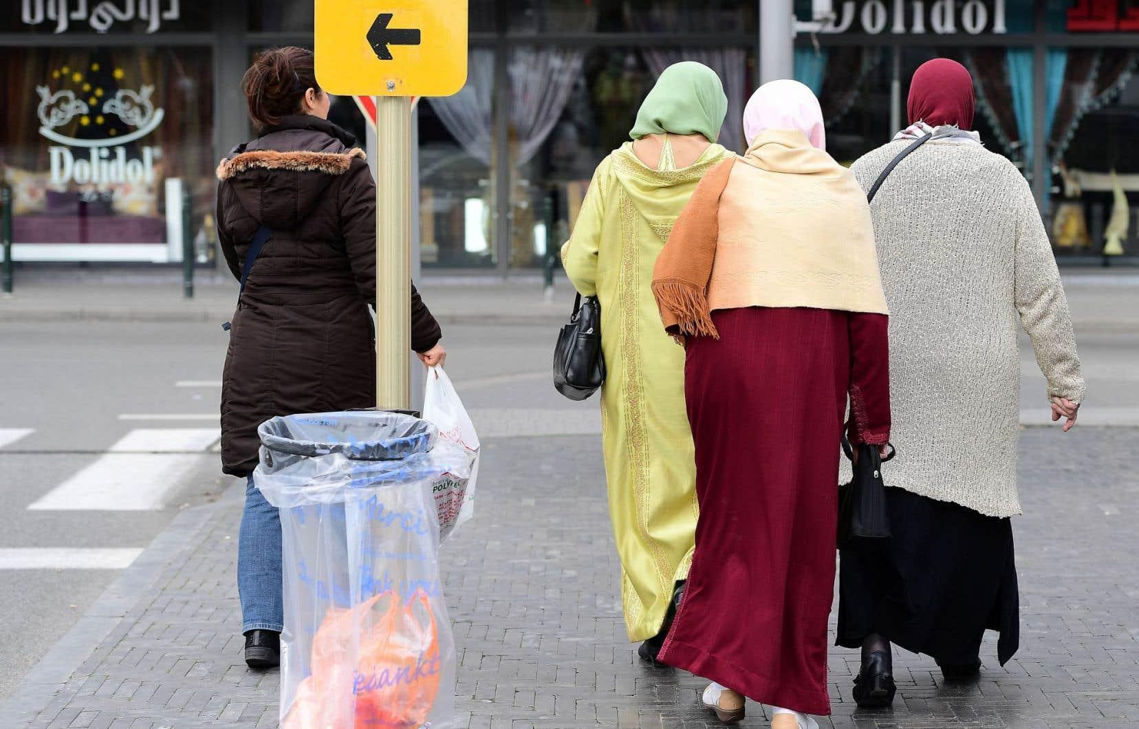 En Belgique, il a fallu attendre 1974 pour qu'on reconnaisse la religion musulmane. Pendant ce temps, un islam de plus en plus orthodoxe a remplacé l'islam paisible des premiers arrivants.
