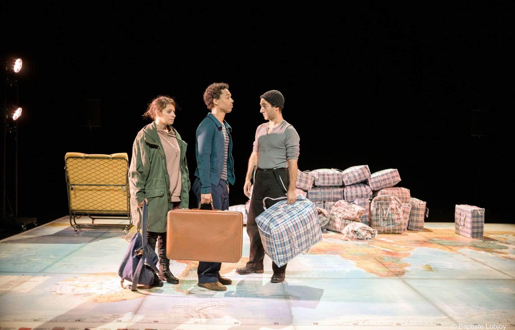 Le spectacle «Le garçon à la valise», de Mike Kenny, retrace le parcours de deux enfants migrants. Impossible pour le festival de faire abstraction des nouvelles réalités.