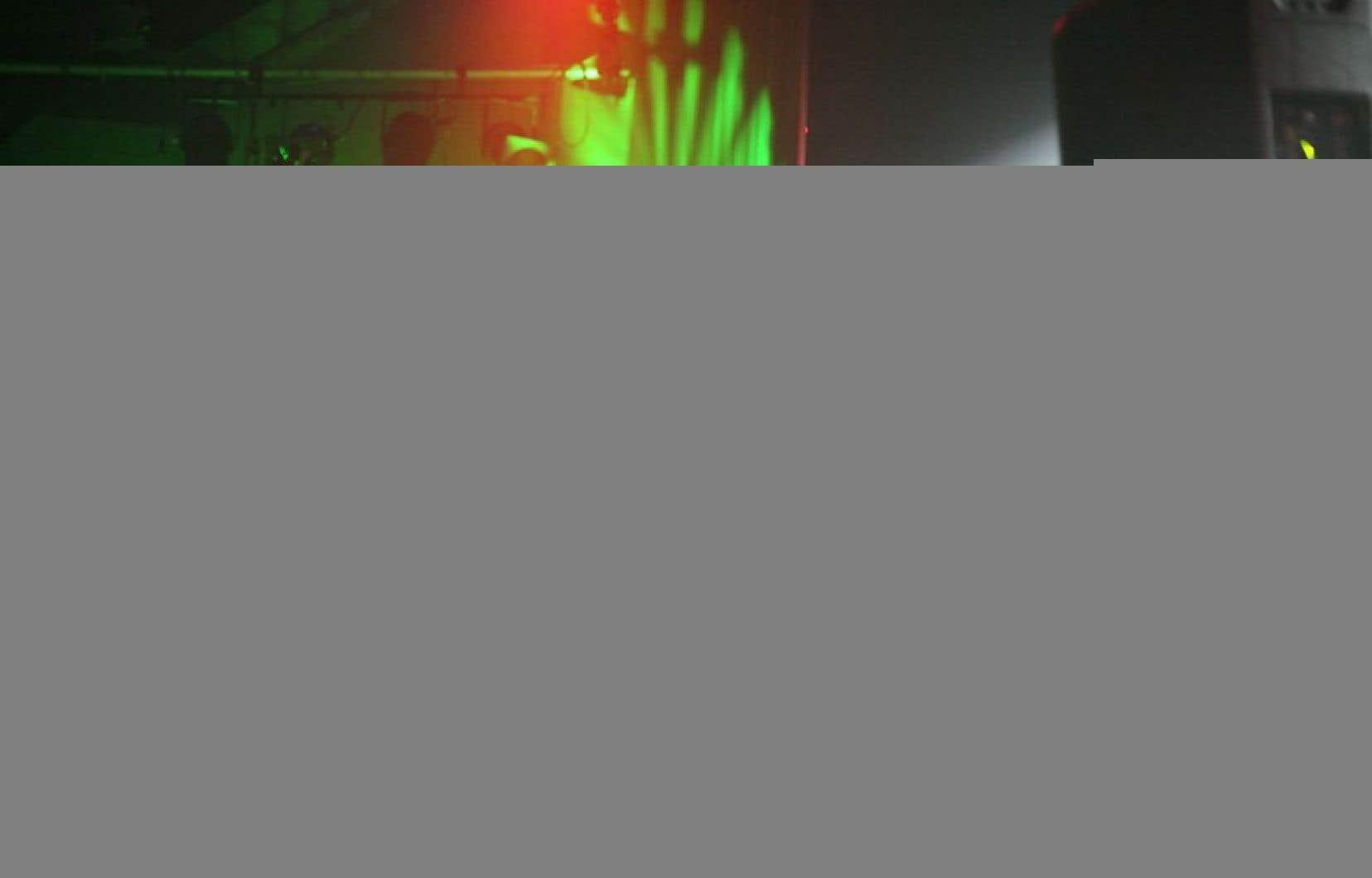 Il y a quelques semaines, le DJ français Laurent Garnier terminait son set dans un club parisien en jouant «Porcherie» des Bérurier noir, hymne anti-Front National.