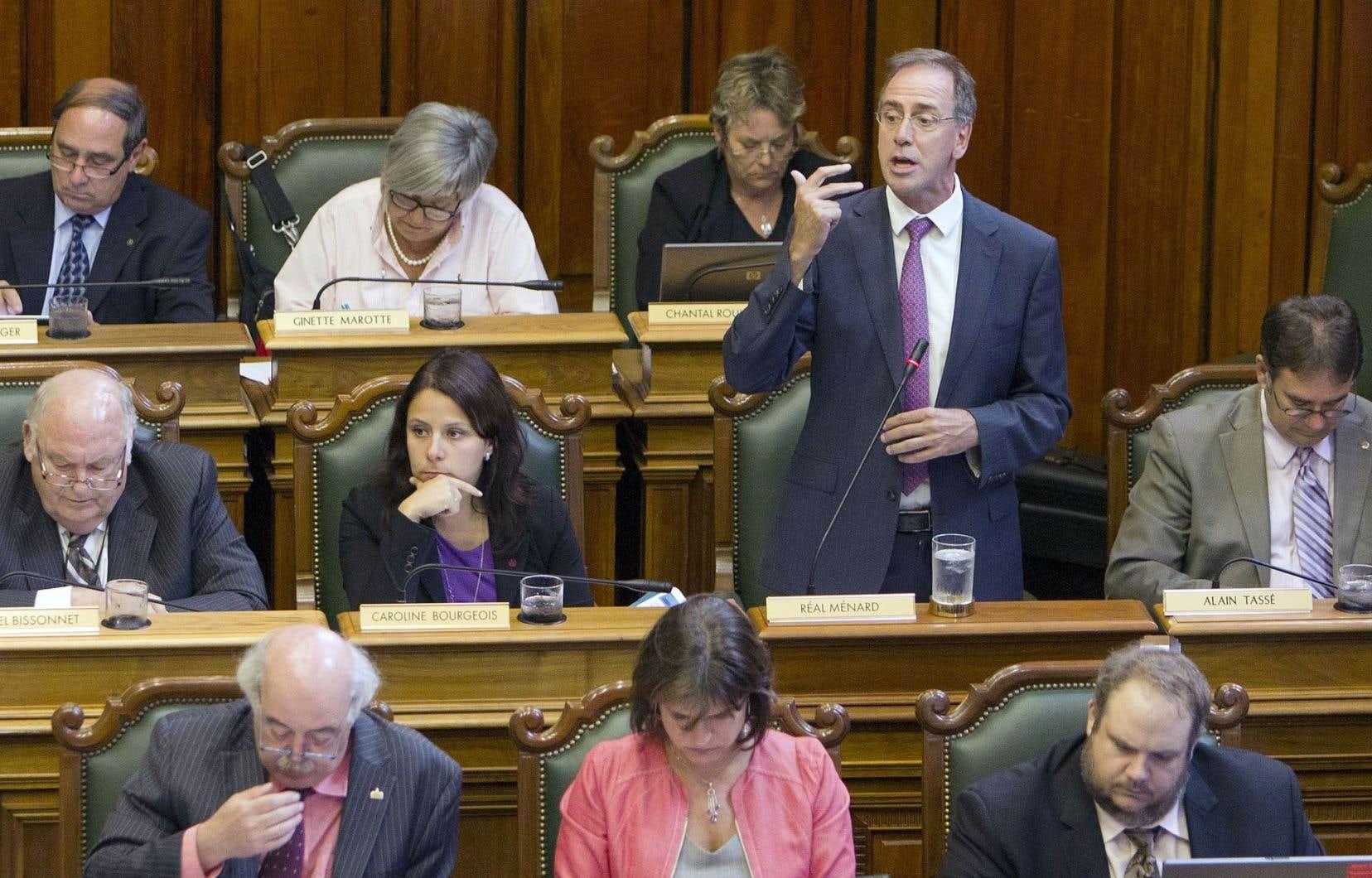Au Québec, les membres d'un conseil municipal ou de l'Assemblée nationale ont droit à une allocation de dépenses non imposable qui peut représenter jusqu'à 50% de leur salaire pour un maximum de 16 476 $.