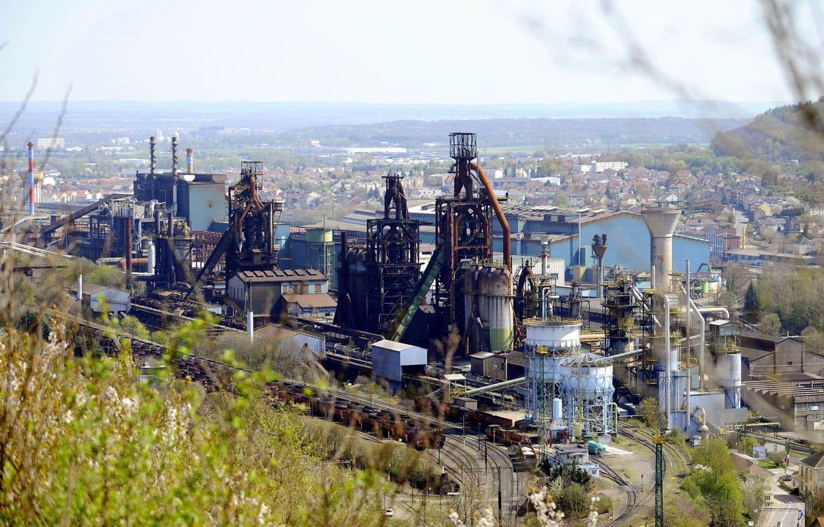 La ville de Florange a été durement affectée par les fermetures d'usine depuis une dizaine d'années. La fermeture de l'acierie d'Arcelor-Mittal a fait disparaître 1800 emplois dans une région qui en avait déjà perdu 750 000 en dix ans.