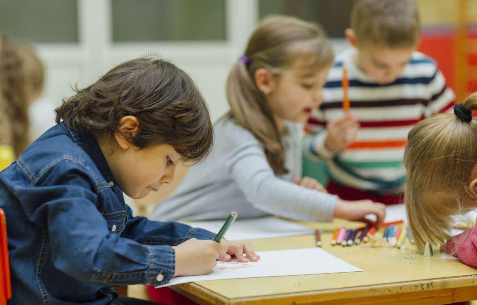 «La vraie question qu'il importe de se poser, que l'on soit enseignant, parent, ou simple citoyen, est la suivante: quelle école voulons-nous?», questionne l'auteur.