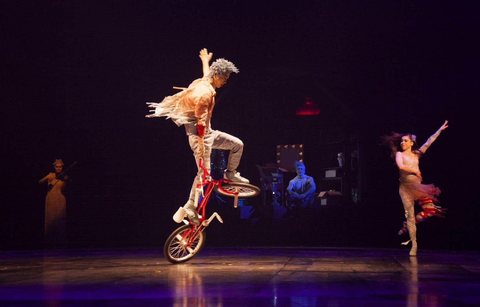 En entrevue, le directeur général du Cirque du Soleil, Daniel Lamarre, mentionnait que le Cirque comptait attirer ici un public plus jeune, tout en maintenant sa clientèle d'habitués.