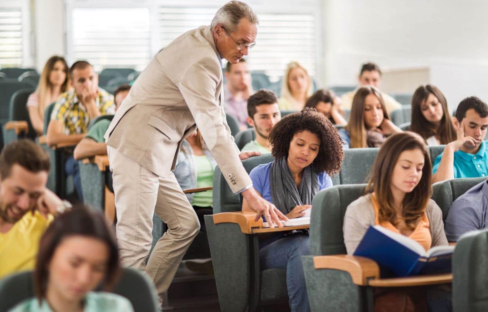 Les rapports sexuels ou amoureux entre professeurs et étudiants ne font l'objet d'aucune réglementation dans les maisons d'enseignement supérieur.