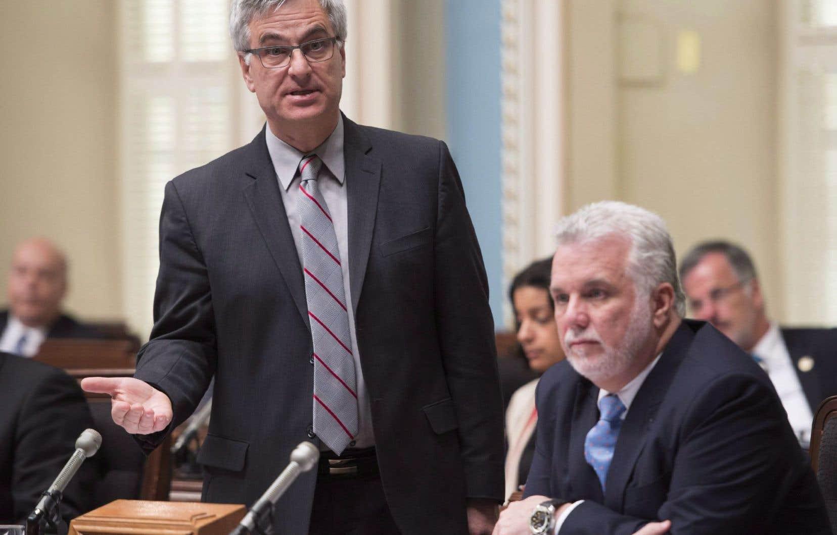 Le ministre des Relations canadiennes, Jean-Marc Fournier, a dit accueillir «très négativement» les premiers épisodes de la série historique.