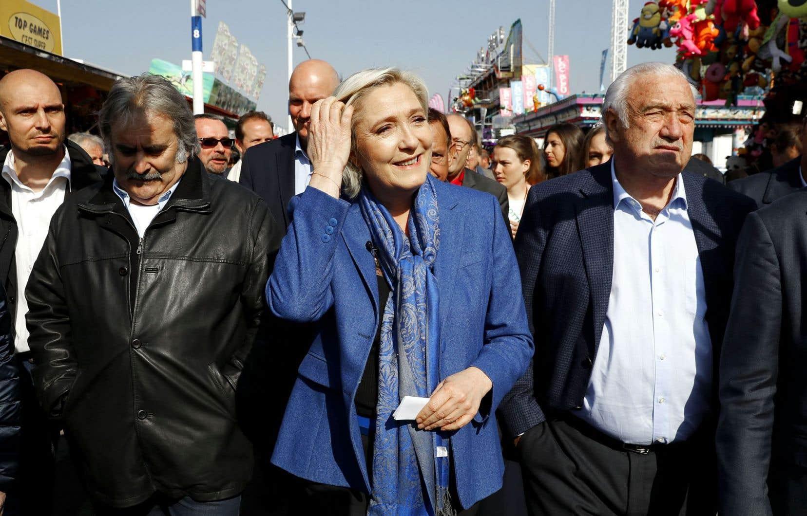MmeLe Pen a visité la Foire du Trône de Paris dans le cadre de sa campagne présidentielle, vendredi.