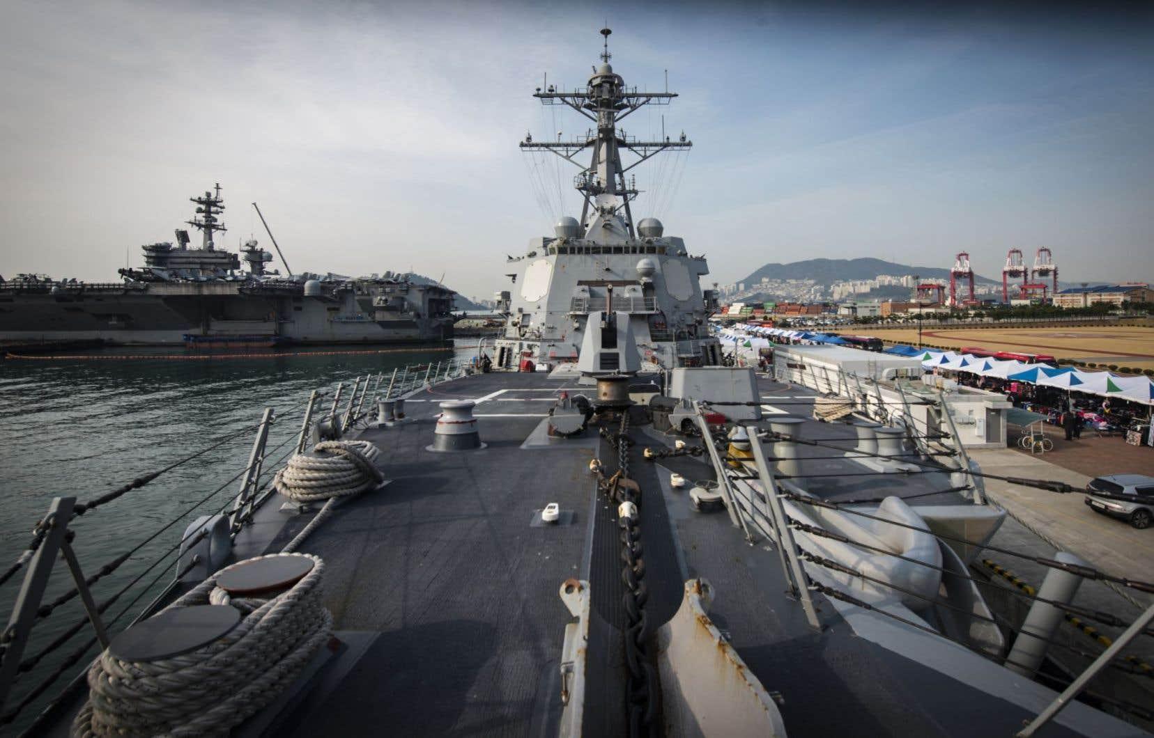 Le porte-avions <em>USS Carl Vinson</em> et son escadre font route vers la péninsule coréenne, alors qu'ils devaient initialement se rendre en Australie.