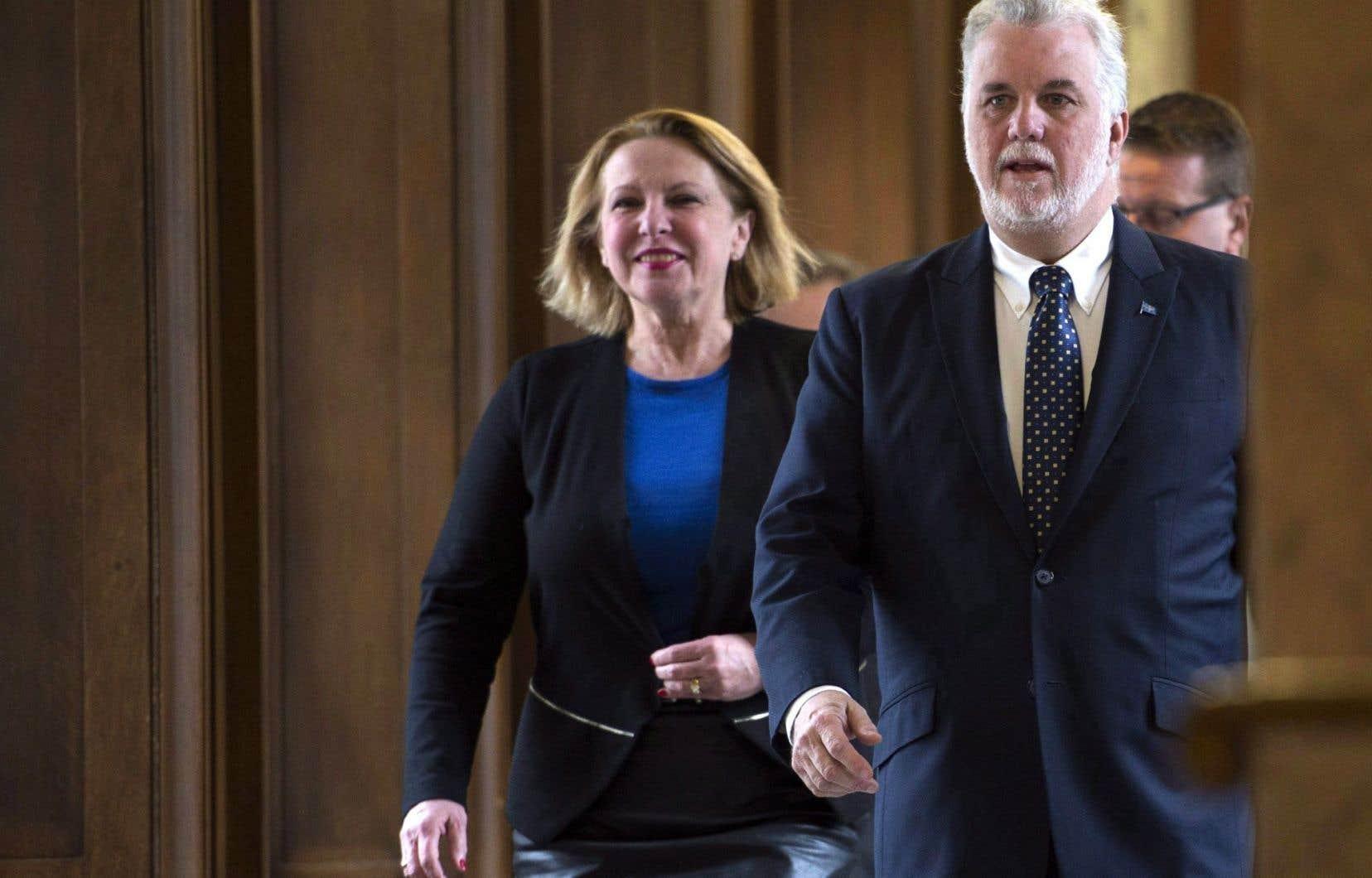 La ministre des Relations internationales, Christine St-Pierre, et le premier ministre, Philippe Couillard, ont dévoilé mardi la nouvelle politique internationale du Québec.