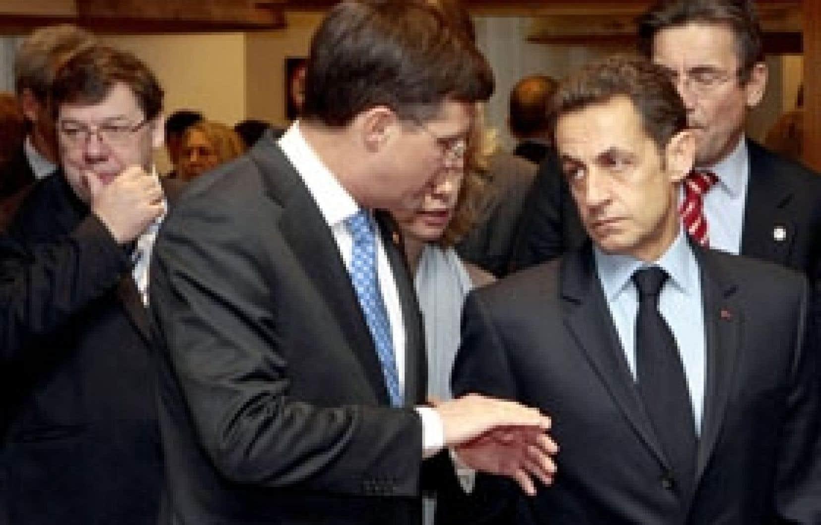 Le premier ministre irlandais Brian Cowen (à gauche), son homologue néerlandais Jan Peter Balkenende et le président français Nicolas Sarkozy