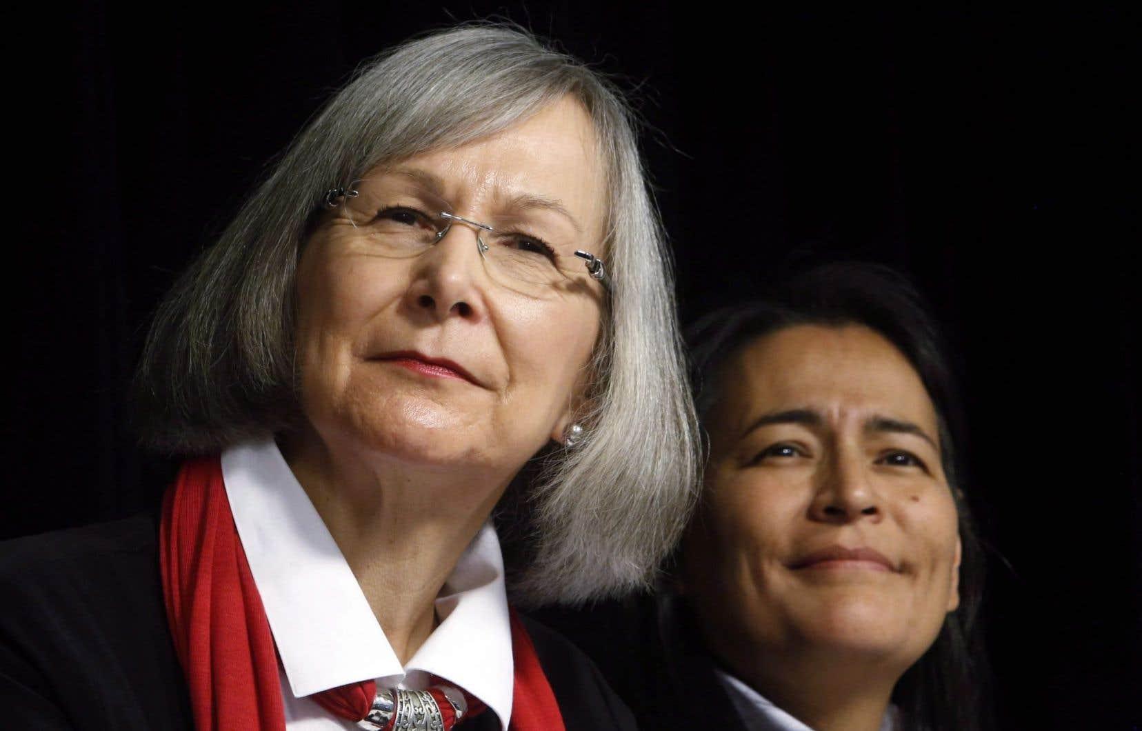 La commissaire en chef de la commission, Marion Buller (gauche)