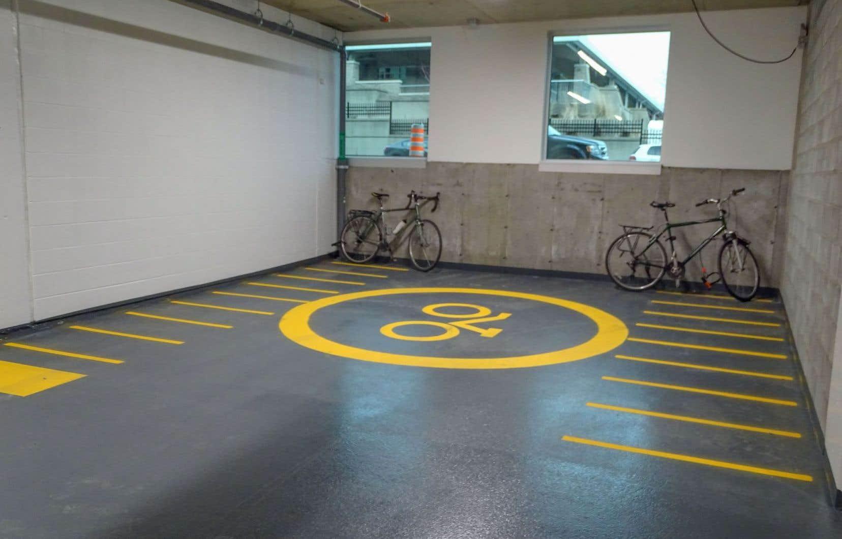 L'écoresponsabilité est au centre de l'agrandissement du siège social de la CSN, notamment grâce à des incitatifs au transport actif, à des stationnements pour vélos et à des bornes électriques pour la recharge des véhicules.