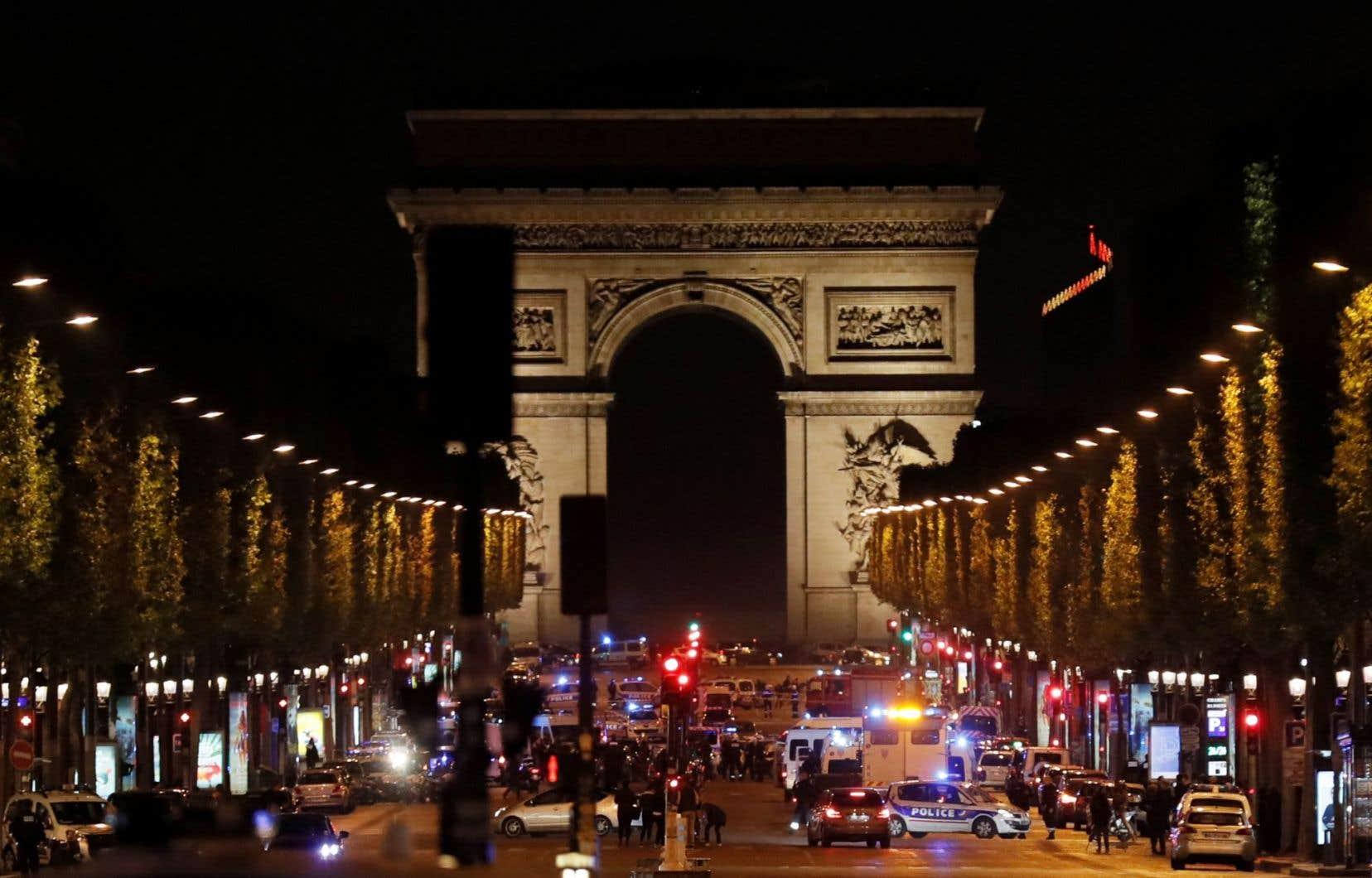 Un policier a été tué et un autreblessé, jeudi soir, dans une fusillade sur les Champs-Élysées.