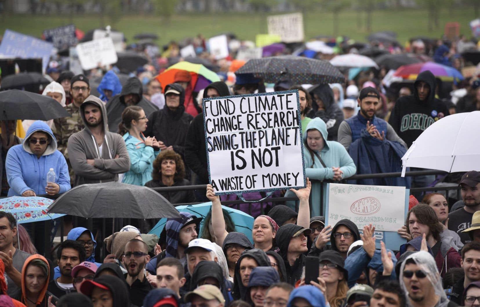 Un millier de personnes ont commencé à se rassembler samedi matin au coeur de Washington pour défendre la recherche scientifique.