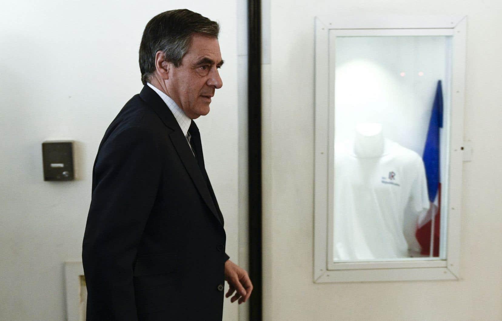 Devant les principaux élus du parti Les Républicains, François Fillon a déclaré ne plus plus avoir l'autorité nécessaire pour guider les militants.
