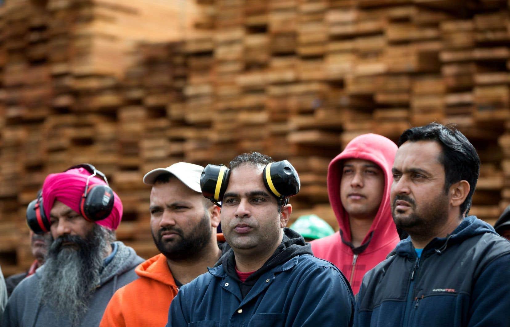 Qu bec vole au secours de l industrie du bois d 39 oeuvre for Galerie du meuble quebec