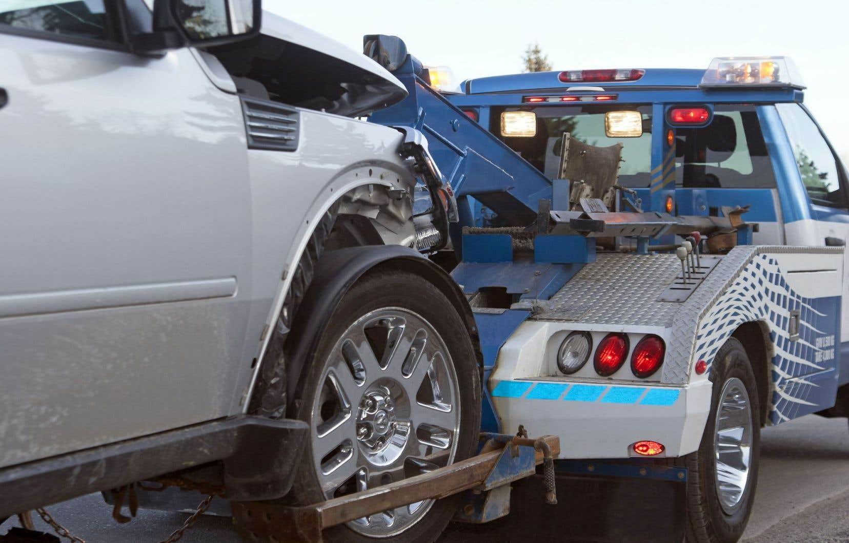 Selon le Bureau de l'inspecteur général, le crime organisé s'est emparé en quelques mois du secteur très lucratif du remorquage de voitures accidentées à Montréal.