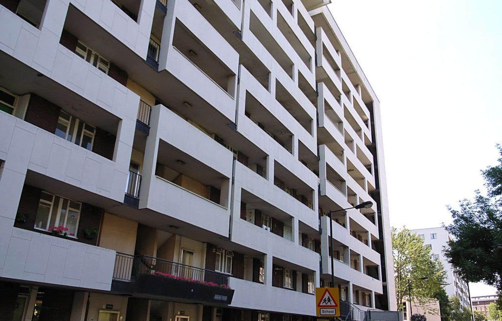 Les habitations Hallfield comptent parmi les projets de HLM réalisés par l'architecte Berthold Lubetkin à Londres.