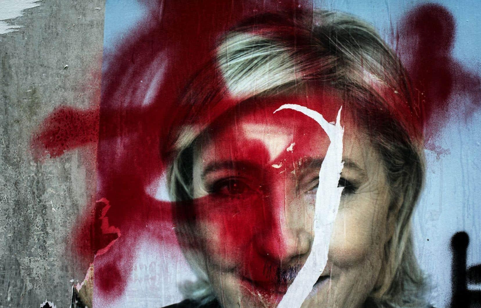 Des affiches électorales d'Emmanuel Macron et de Marine Le Pen ont été vandalisées à Lyon, à six jours du second tour de l'élection.