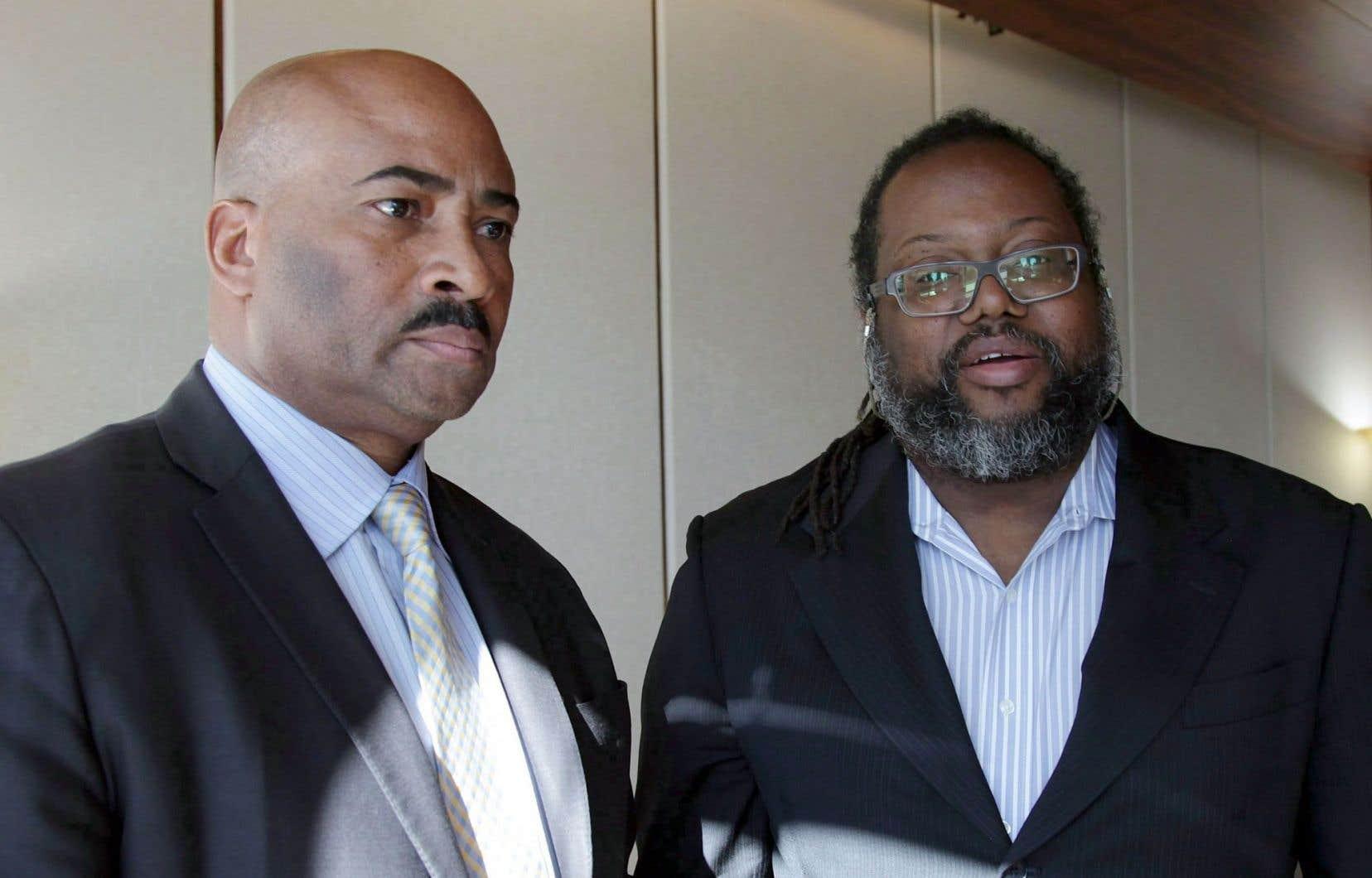 Le sénateur Don Meredith (à gauche) photographié en mars dernier en compagnie de son avocat, MeSelwin Pieters.
