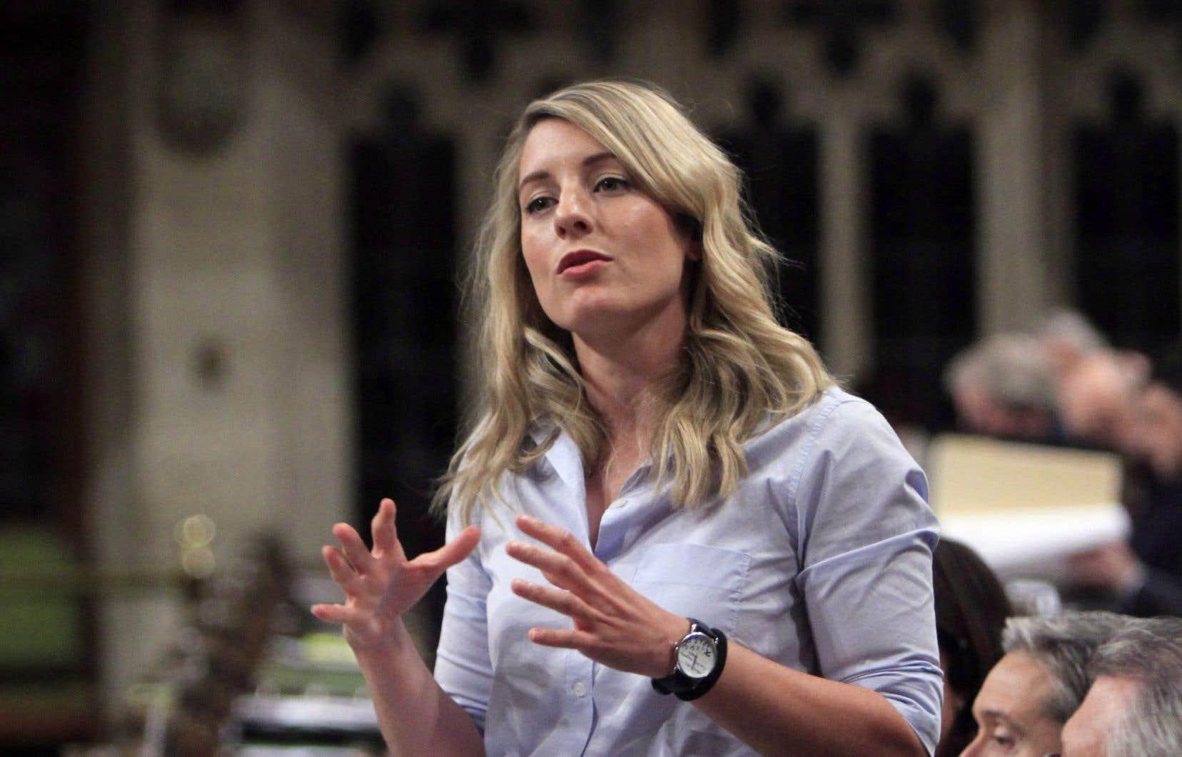 La ministre Mélanie Joly semble balayer de la main la première évidence de toute réforme, exigée par la quasi-totalité du milieu culturel du Québec, soit d'appliquer les taxes de vente aux joueurs étrangers de l'offre en ligne, croit l'auteur.