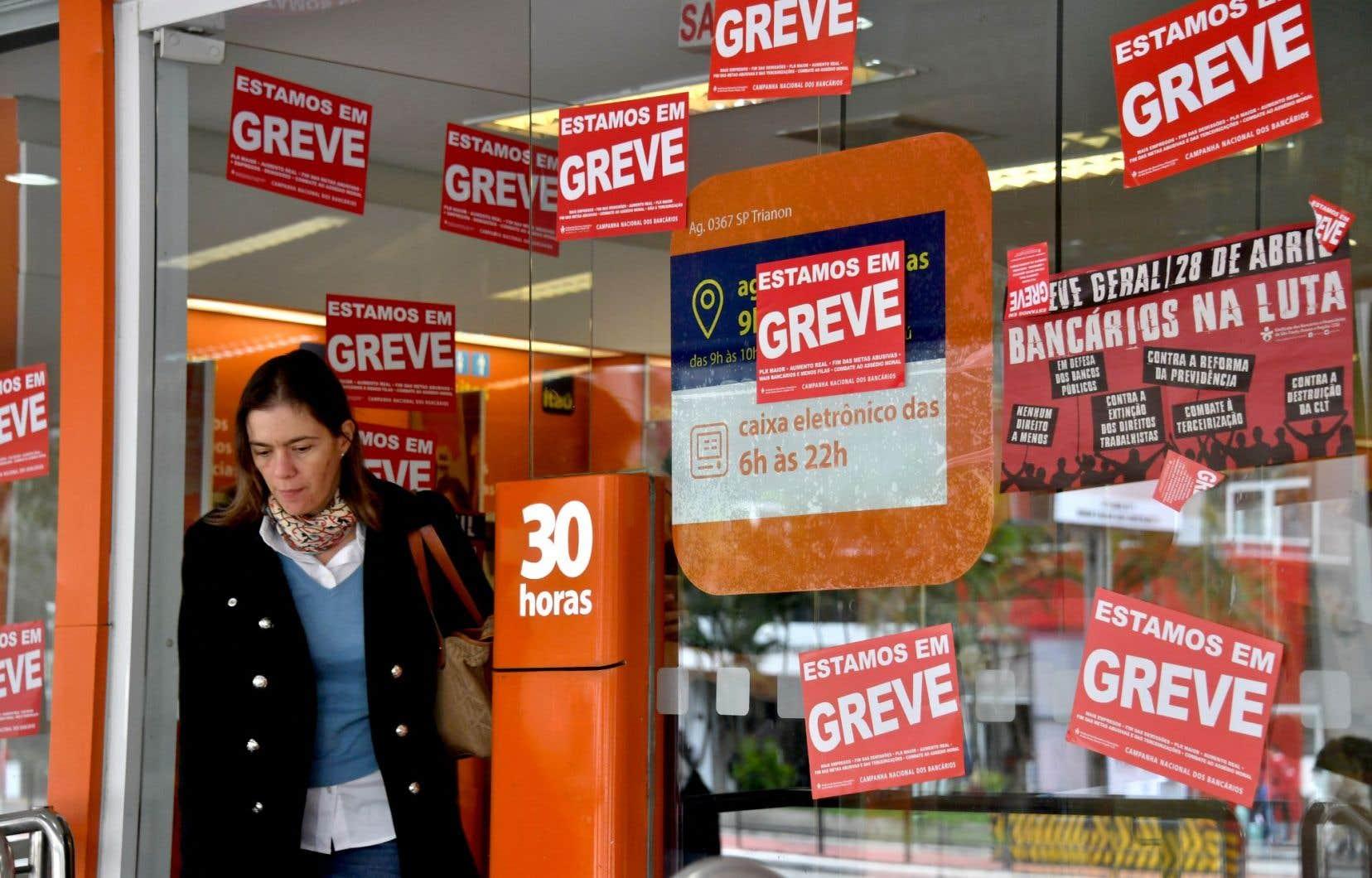 La grève de vendredi était portée par les grands syndicats et les mouvements de gauche qui s'opposent aux réformes du système de pension et des «lois travail» proposées par le gouvernement brésilien.