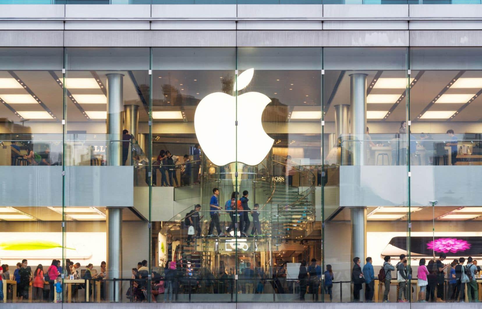 Apple a annoncé mardi qu'il consacrerait plus de 300 milliards de dollars à son programme de rachat d'actions d'ici mars 2019.