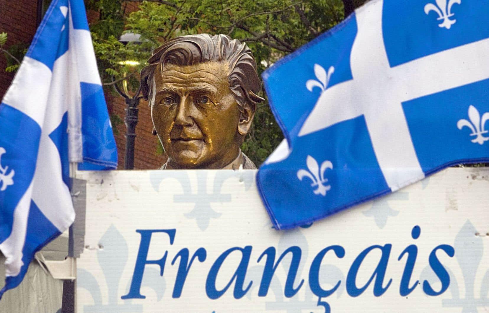 Le monument Camille-Laurin rend hommage au père de la Charte de la langue française en rappelant la contribution du docteur au rayonnement du français au Québec.