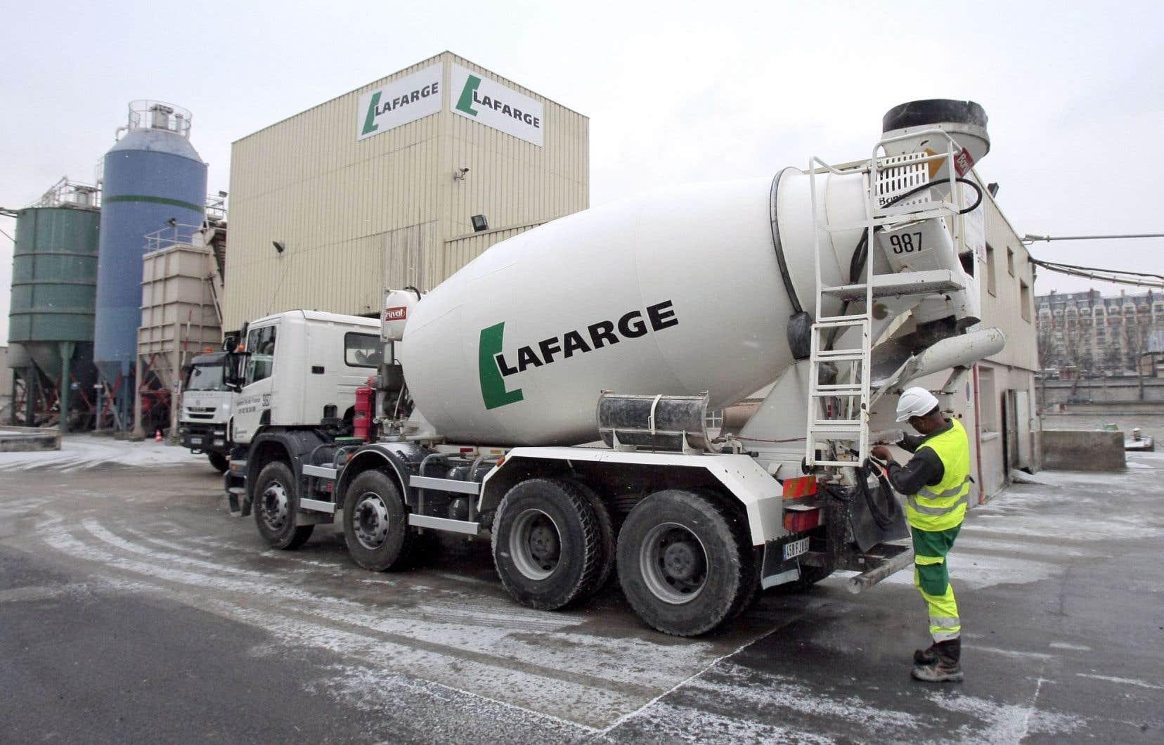 L'entreprise Lafarge-Holcim est contrôlée par quatre grands actionnaires, dont le Groupe Bruxelles Lambert, composé du capital du Belge Albert Frère et de Power Corporation de la famille canadienne Desmarais.