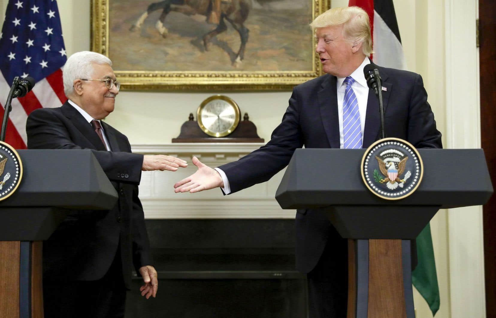 Le président palestinien, Mahmoud Abbas (à gauche),a réaffirmé avec force son attachement à une solution à deux États.