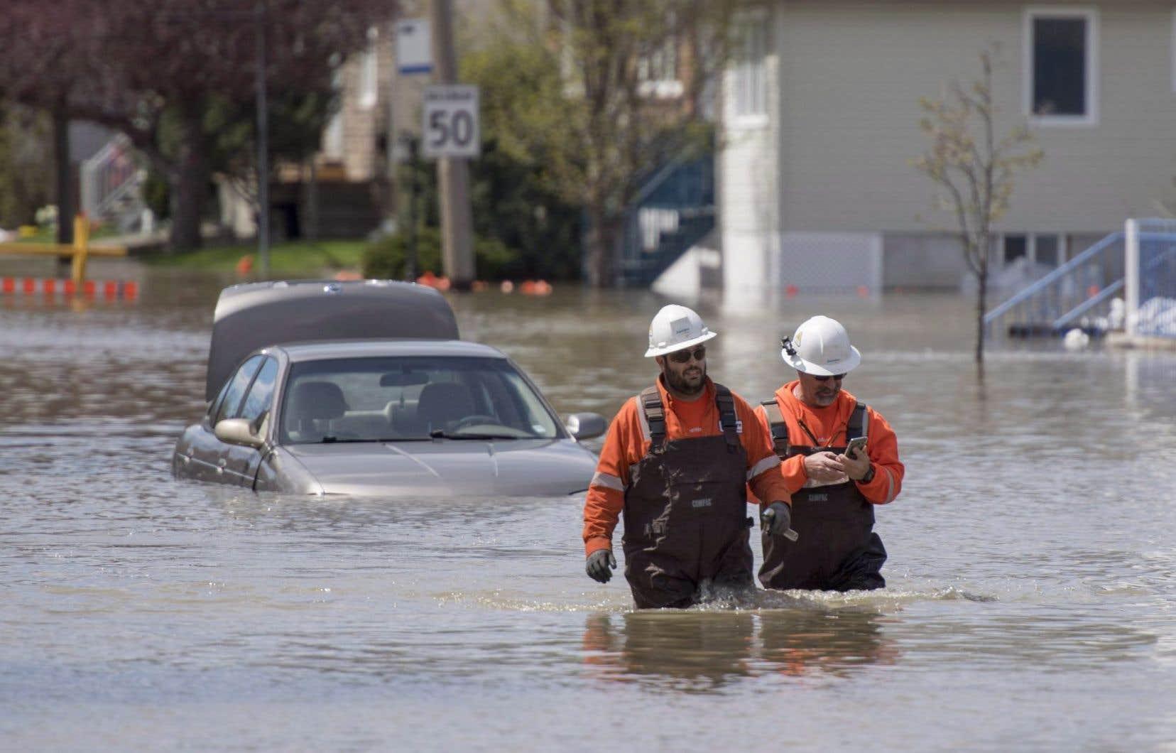 <p>Certains secteurs inondés recevront jusqu'à 60 mm de pluie au cours du week-end, aggravant ainsi la situation déjà précaire.</p>