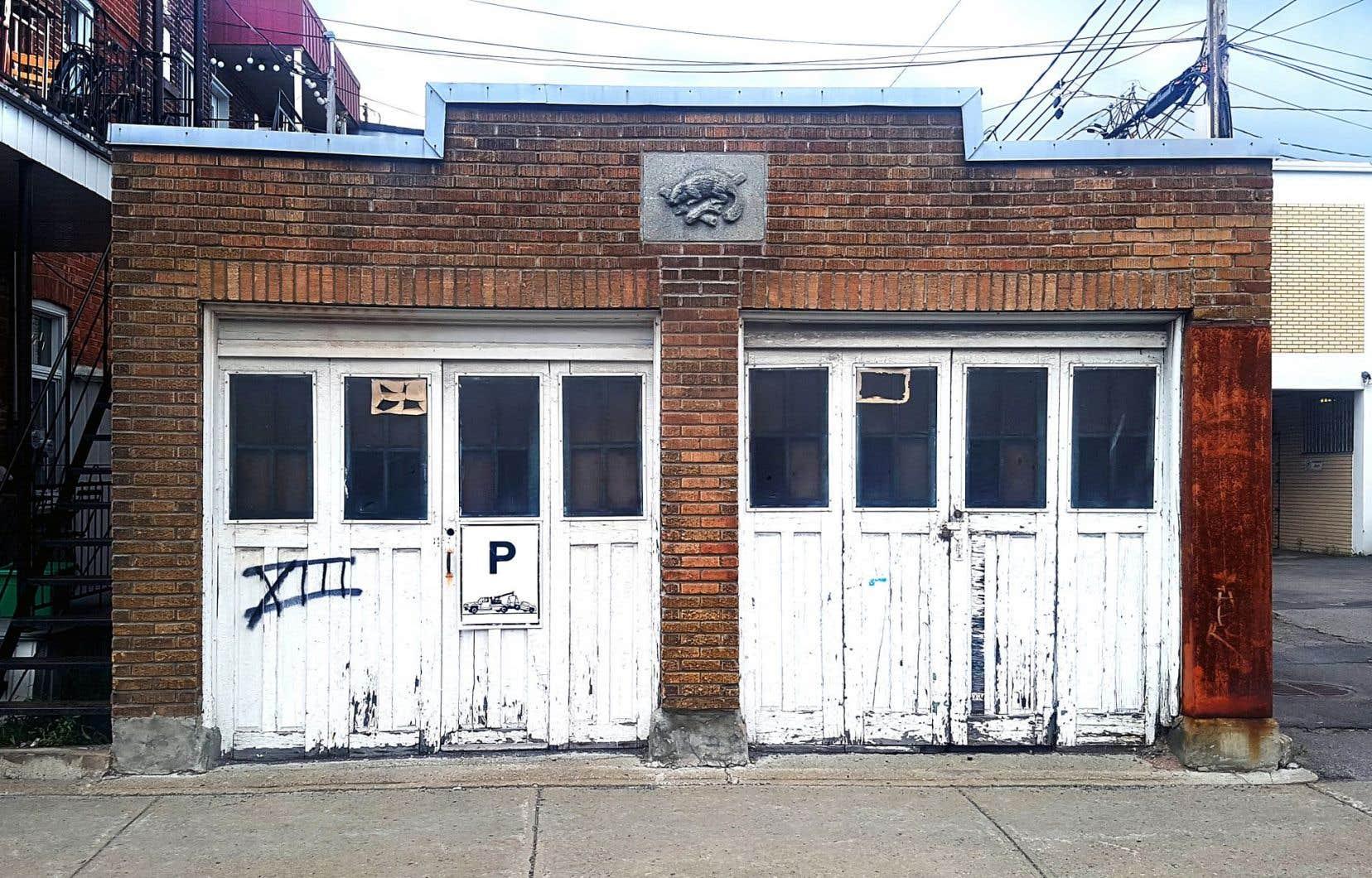Stationnement le garage du voisin la rescousse le devoir - Galerie le garage orleans ...