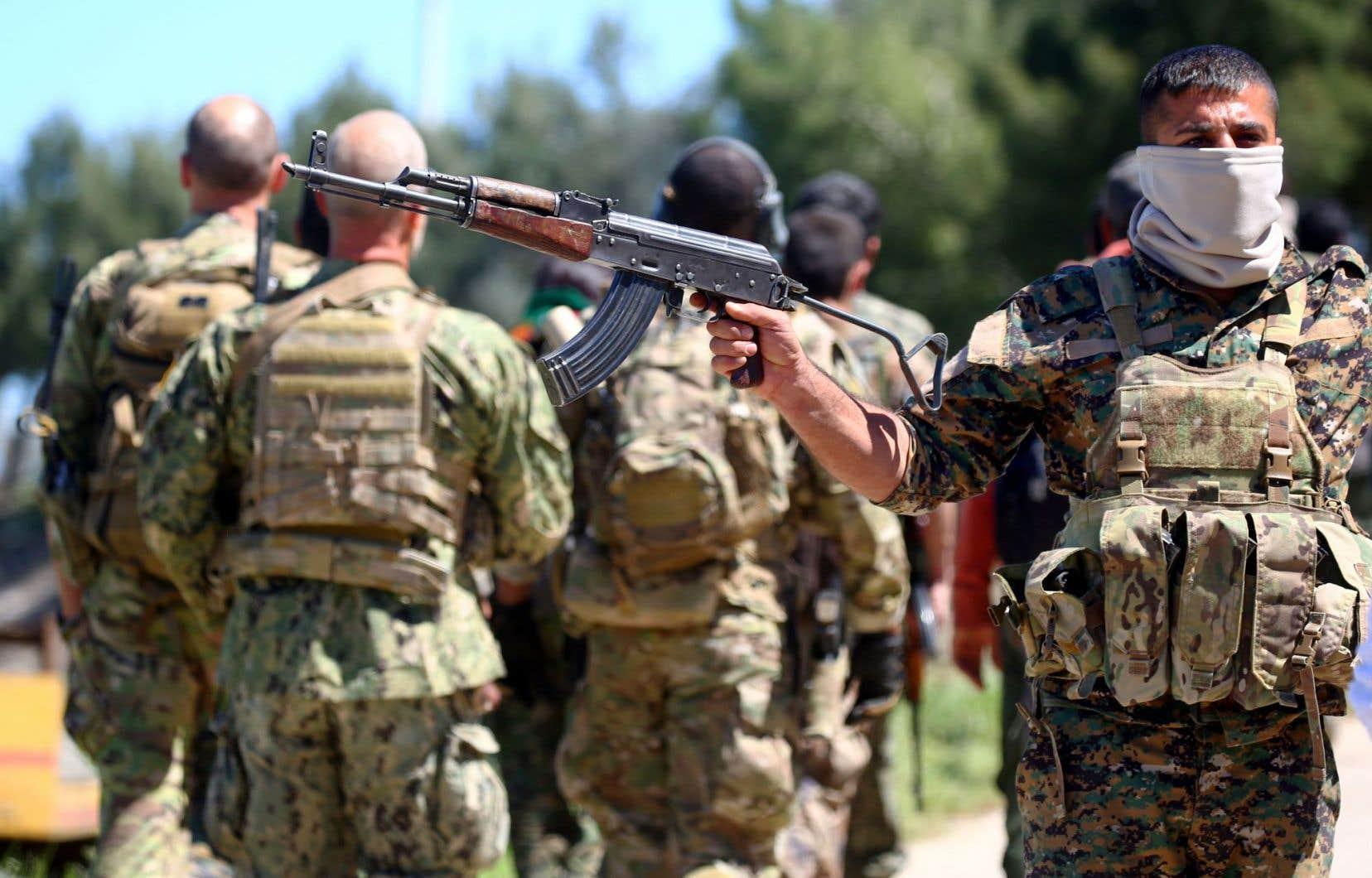 Ankara considère les Unités de protection du peuple kurde comme l'extension en Syrie du Parti des travailleurs du Kurdistan, une organisation séparatiste classée «terroriste» par la Turquie.