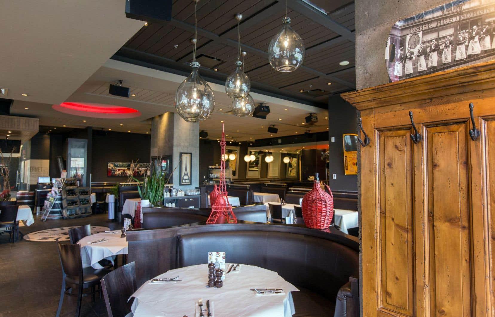 L'ambiance est agréable au Paris Grill de Québec. La musique, où s'entremêlent la chanson française et les succès québécois, offre un intéressant mélange de genres et d'époques. Voilà qui change agréablement du lounge générique qui sévit trop souvent ailleurs.