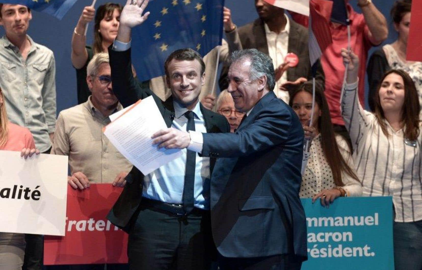 Le nouveau président français, Emmanuel Macron, et le centriste François Bayrou lors de la campagne électorale
