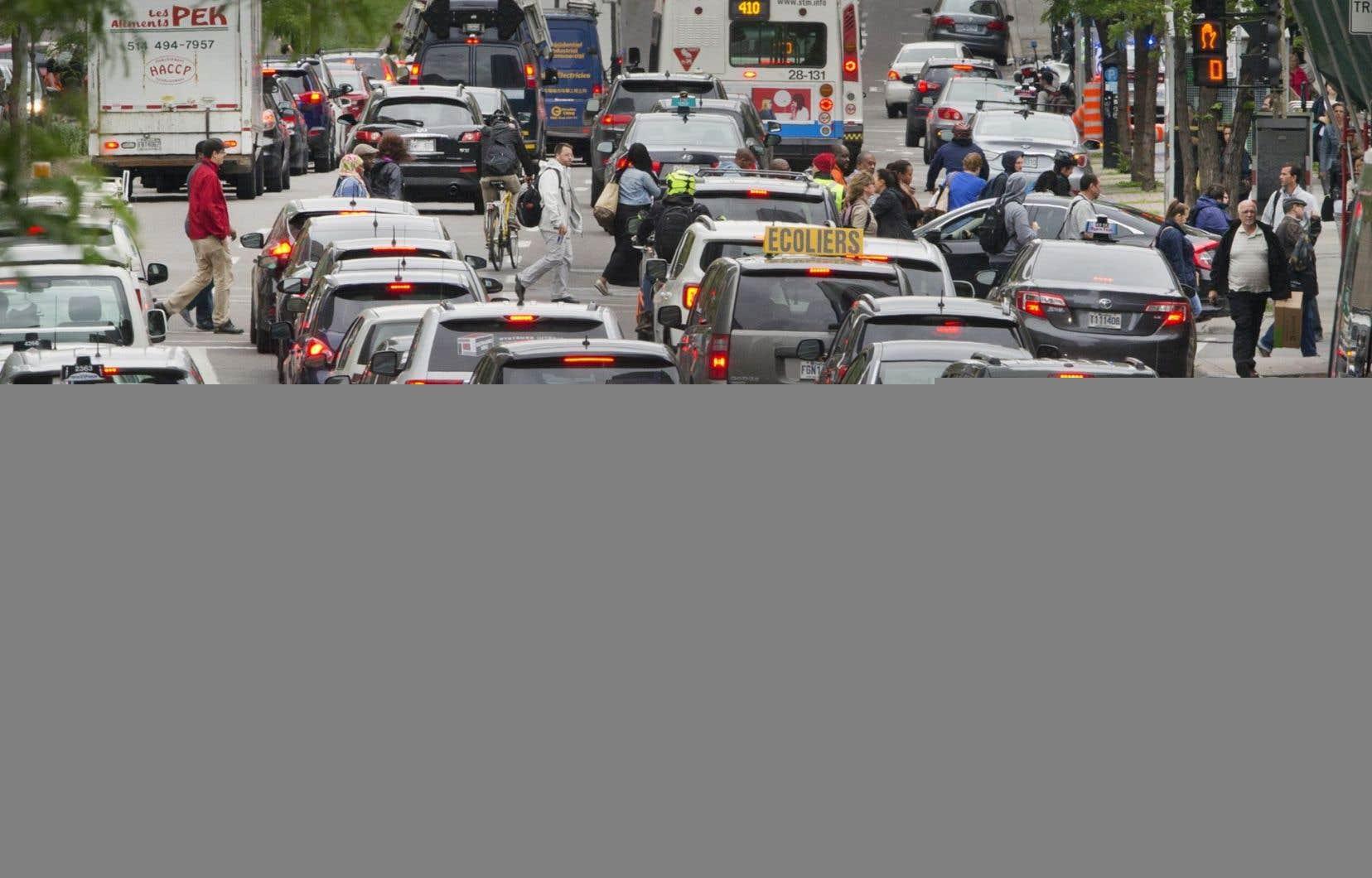 «Le parc automobile du Québec accuse depuis plusieurs décennies une croissance deux fois plus rapide que celle de la population», écrit l'auteur.