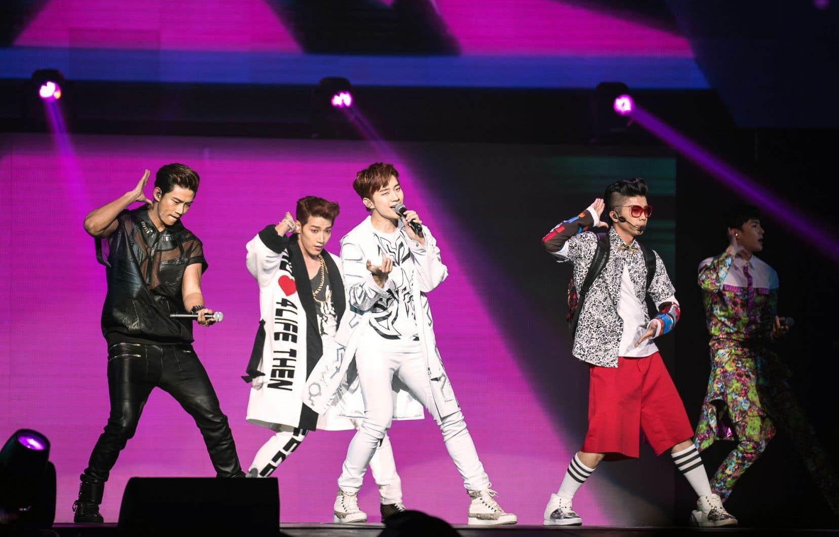 La «vague» culturelle coréenne a été rendue possible par l'apparition de YouTube il y a un peu plus d'une décennie. Ci-dessus, le groupe 2PM lors d'une prestation au New Jersey en 2014.