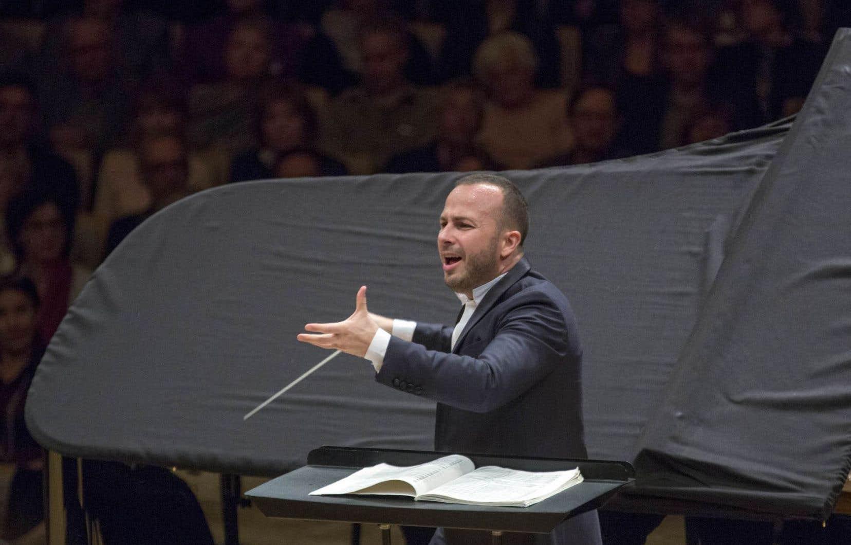 En maîtrisant les transitions, en ne s'épanchant plus en pauses méditatives dans les grandes phrases, le chef Yannick Nézet-Séguin défend désormais un Bruckner fluide, bien campé, qui respire au long cours.