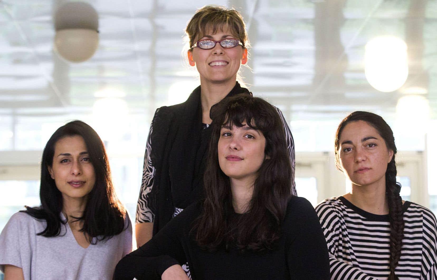 Tara Baswani, Laurence Lafond-Beaulne, Aurore Courtieux-Boinot et Caroline Voyer (arrière-plan) portent le projet Artistes citoyens en tournée.