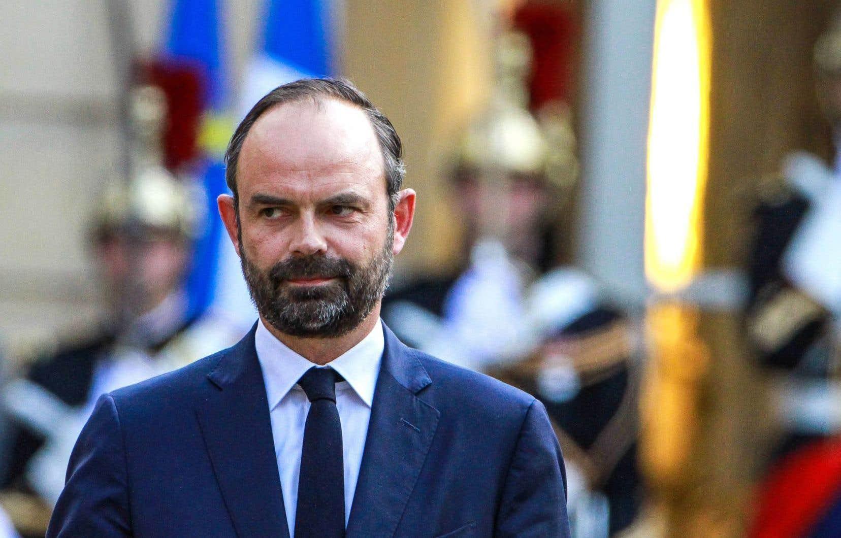 Peu connu du public, Édouard Philippe est membre du parti Les Républicains, le parti de la droite traditionnelle qui a été malmené par l'élection de M. Macron.