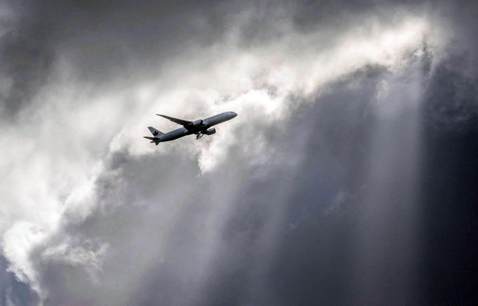 La mesure concernant la propriété étrangère a reçu l'appui des transporteurs aériens établis, notamment Air Canada et Transat A.T.