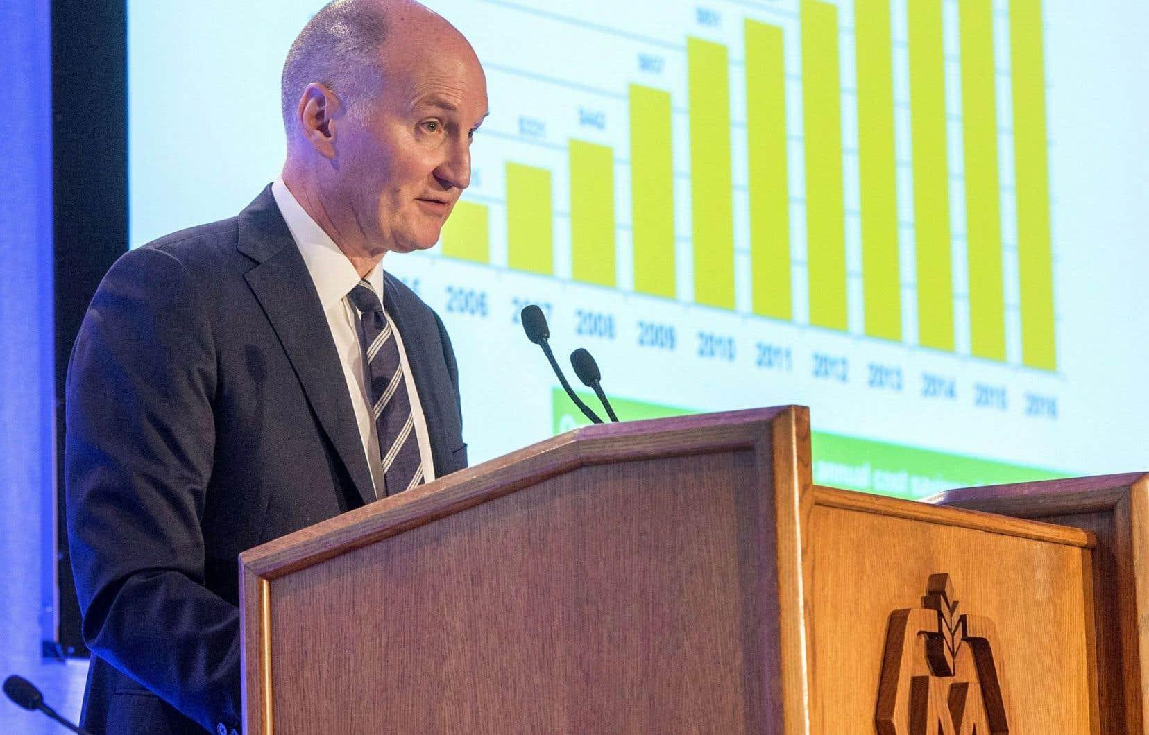Lors de l'assemblée annuelle des actionnaires, le chef de la direction de Molson Coors, Mark Hunter, a expliqué que le brasseur continuait de garder un œil sur de nouvelles cibles d'acquisition pour compléter son offre.