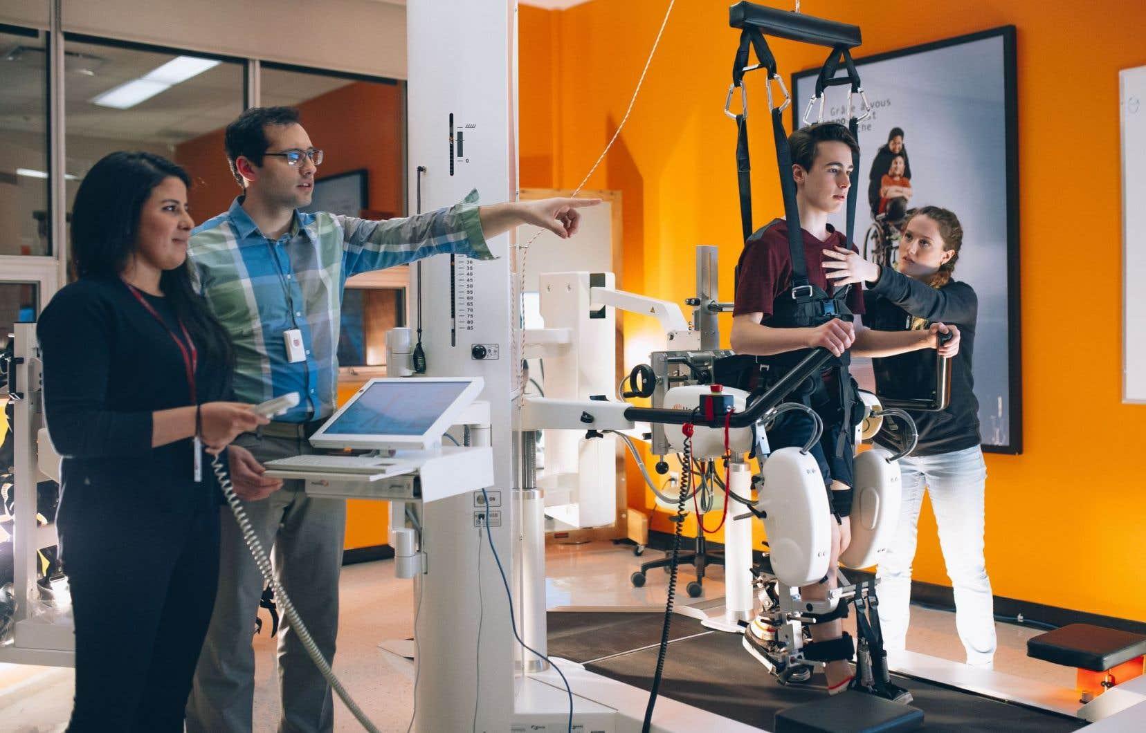 Le Lokomat, un appareil robotisé de rééducation de la marche destiné aux enfants atteints de troubles moteurs au Centre de réadaptation Marie-Enfant du CHU Sainte-Justine.