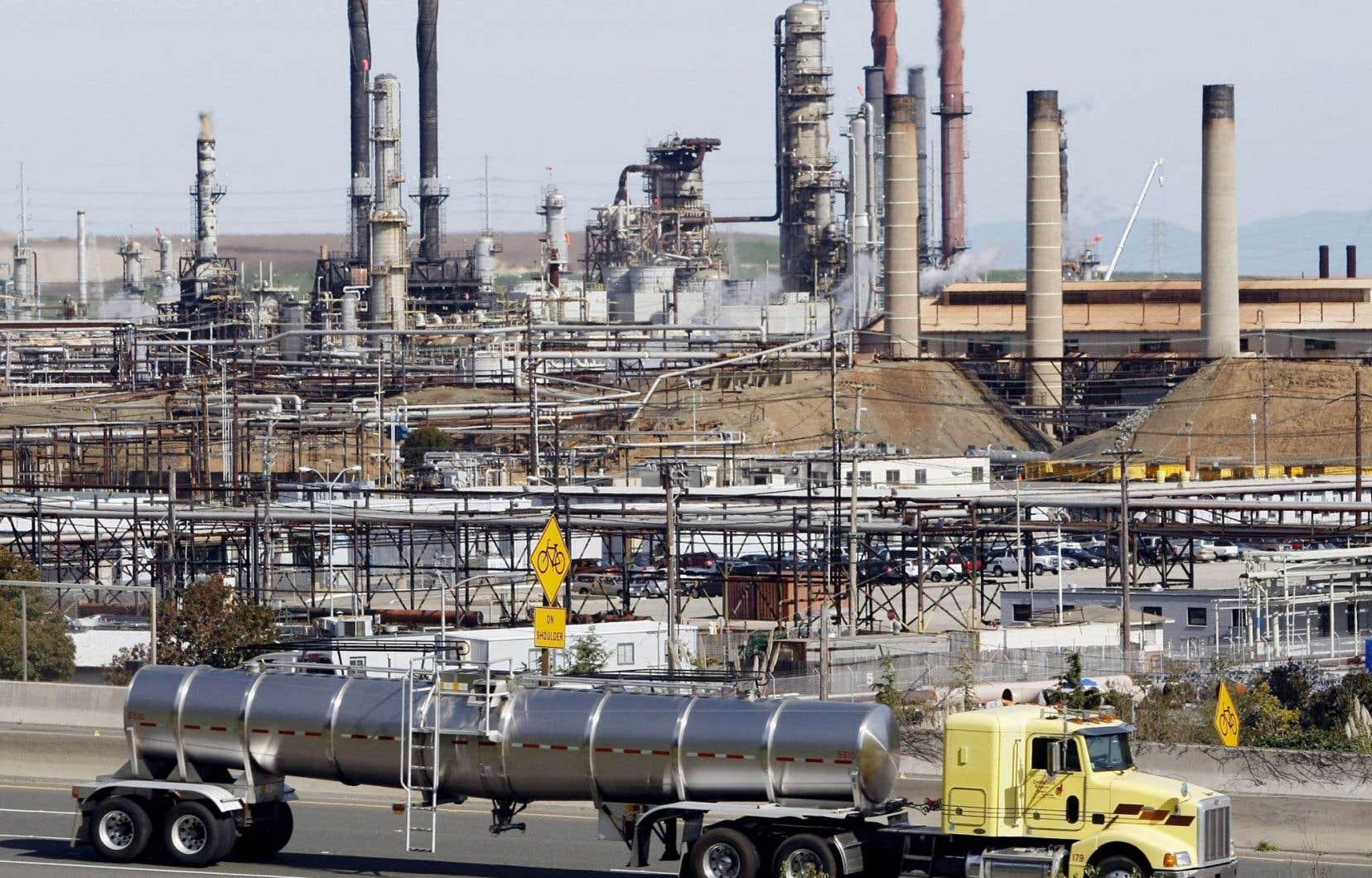 Bien que favorable à un système de plafonnement et d'échange de droits d'émissions de GES, la Chambre de commerce de la Californie croit que le marché du carbone aurait dû être soumis au processus législatif normalement réservé à la taxation.
