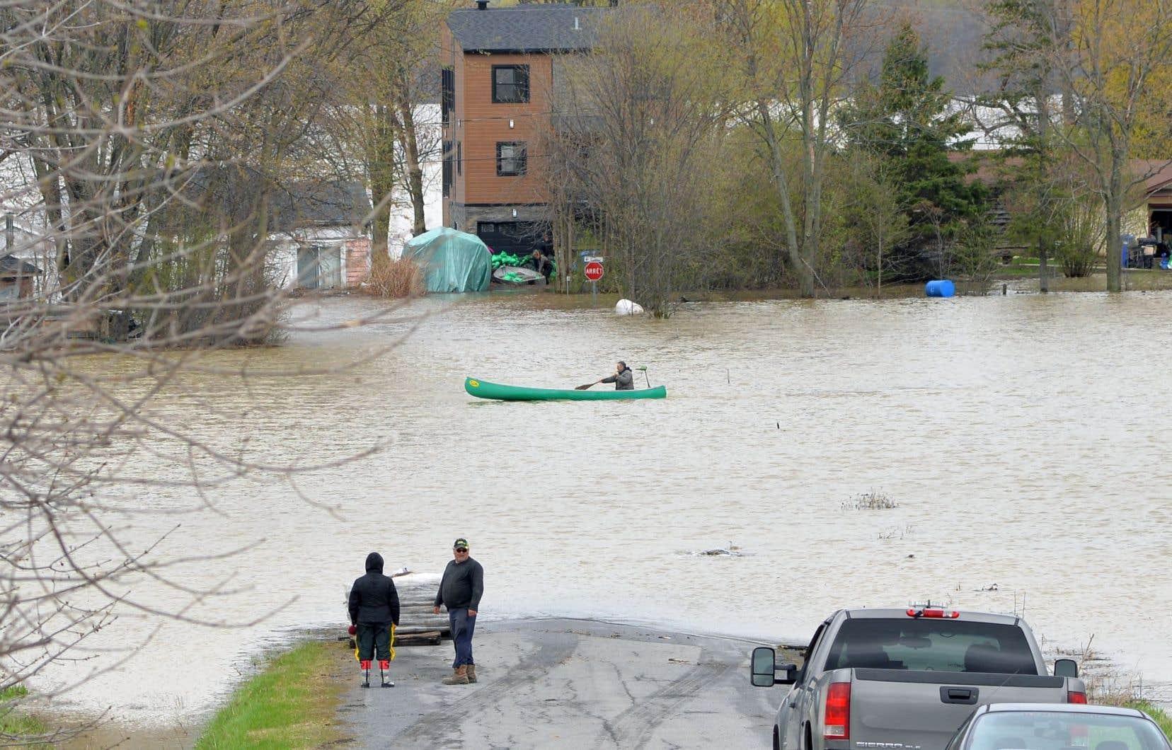 Québec convient qu'il faudra ensuite entamer une « réflexion à long terme » afin d'actualiser la cartographie en tenant compte des changements climatiques.