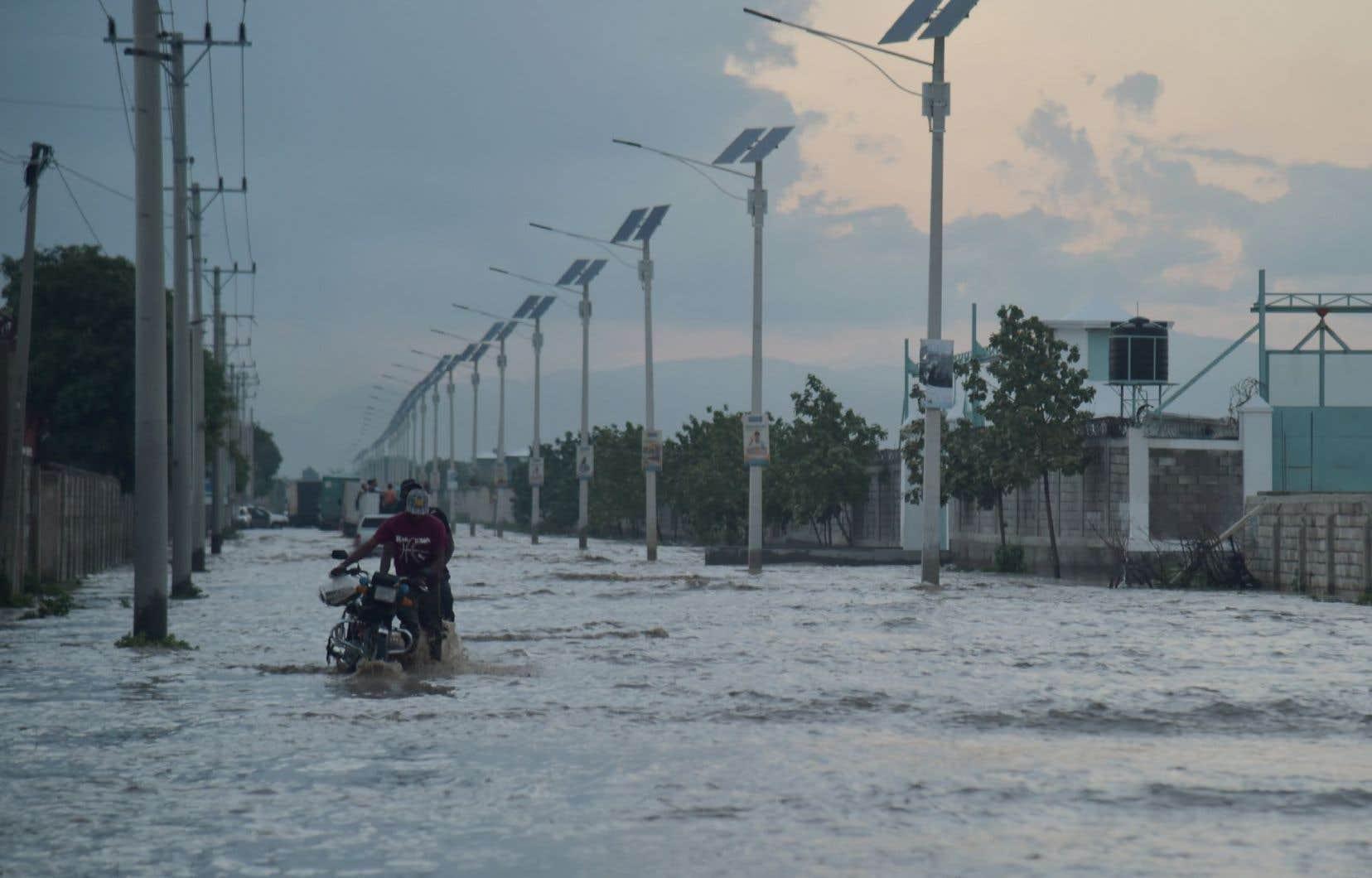 <p>À l'approche de la saison des ouragans, l'extrême vulnérabilité des départements ravagés en octobre par Matthew inquiète.</p>